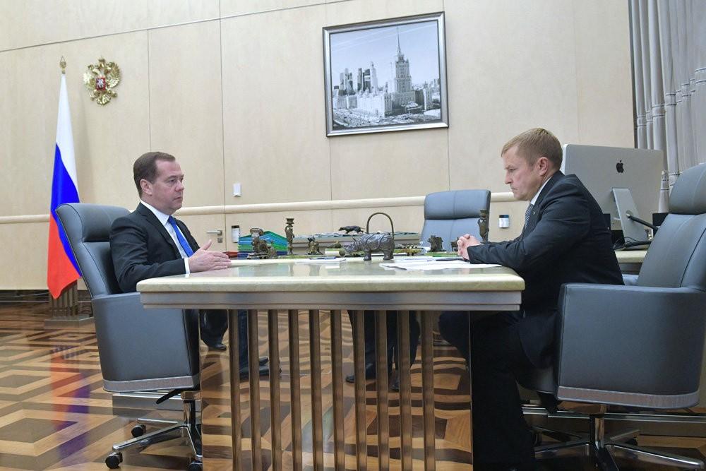 Дмитрий Медведев: Малый бизнес способен обеспечить работой 50 процентов россиян